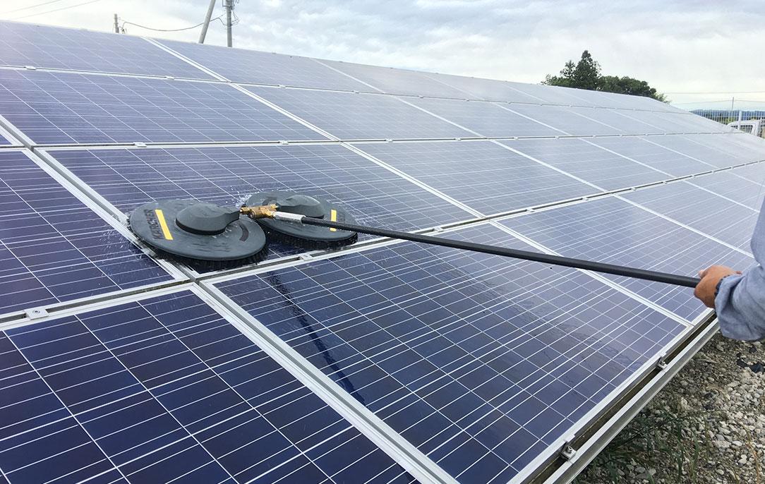 太陽光発電パネル洗浄は専門業者へ